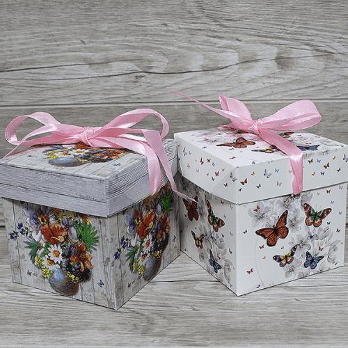 Подаръчна кутия с капак и панделка 10*10см.