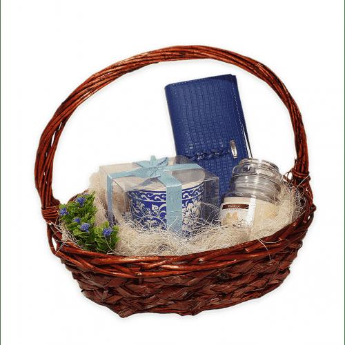 Подаръчна кошница 3-ка за Осми Март/подаръчен комплект за жената