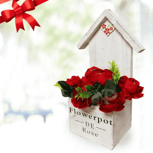 Дървена къщичка за стена/подарък за Осми Март
