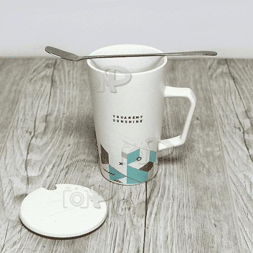 Порцеланова чаша с лъжичка и капаче 1бр./чаши за топли напитки