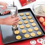 Метален шприц за сладки с шаблони и накрайници за декорация
