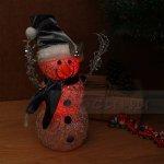 Коледна светеща фигура Снежко с островърха шапка 33 см.